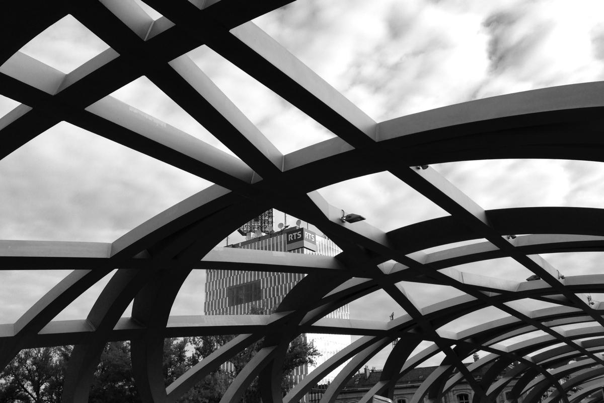 La tour RTS et le pont Hans-Wilsdorf