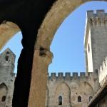 Clocher et tour de la Campane, depuis la cour du cloître